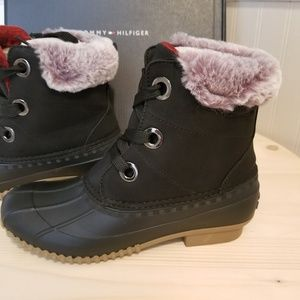 New Tommy Hilfiger 8 faux fur lined snow boots